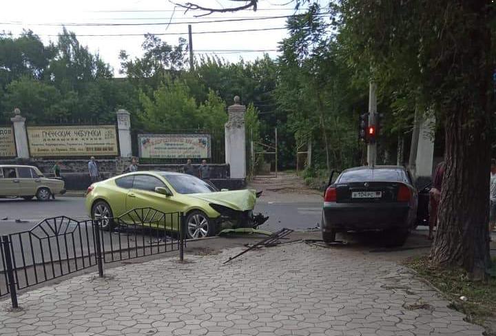 В Донецке в ДТП попала машина с «синими» номерами