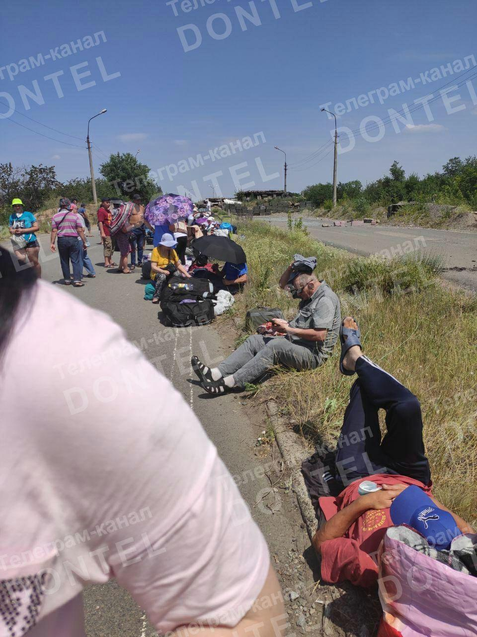 На КПВВ «Еленовка» в «серой зоне» застряли около 100 человек