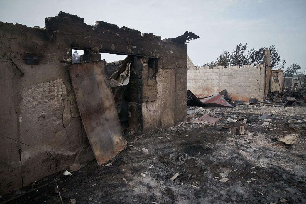 Людям, чьи дома сгорели в пожаре в Луганской области, дадут по 300 тысяч гривен на новое жилье