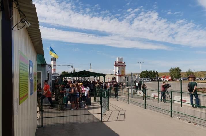«ЛНР» запретила жителям ОРДО проходить через свой пункт пропуска. Перевозчики нашли способ обойти запрет