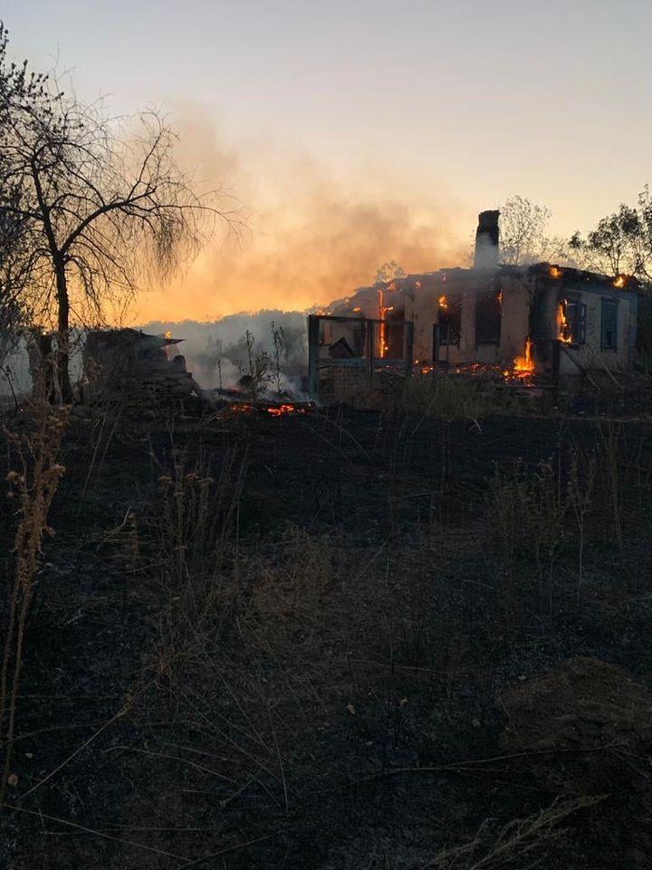 В Попасной и Попаснянском районе сгорели по дому. Причины выясняются