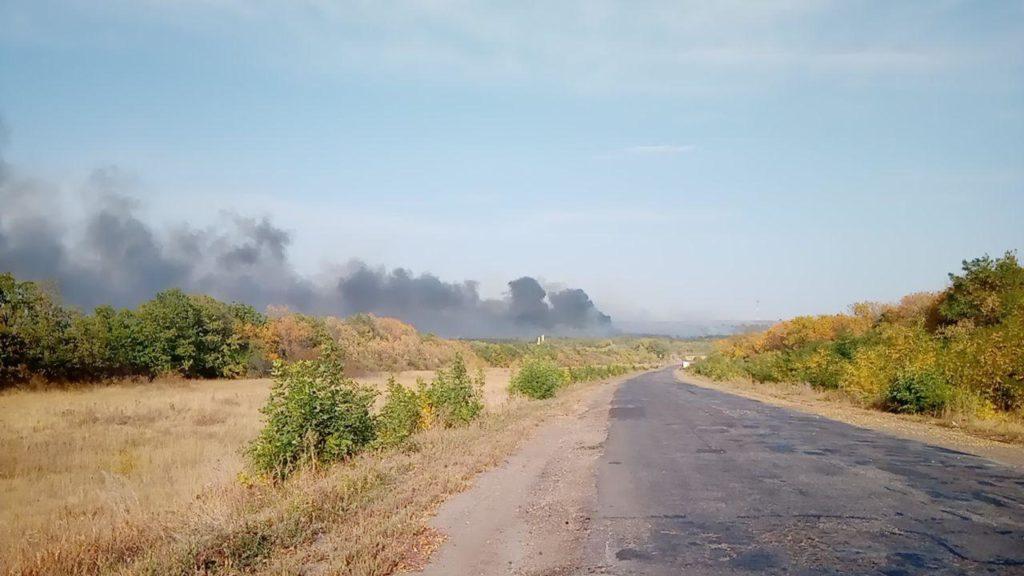 В Луганской области возле села Нижнетеплое горел лес, в районе Беловодска — поле