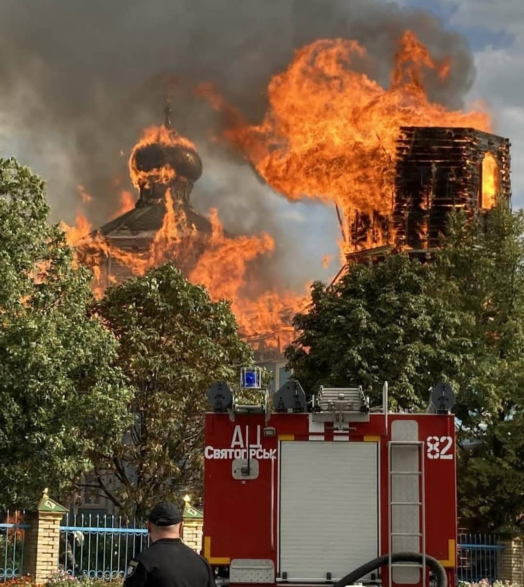 В Донецкой области сгорела старинная церковь