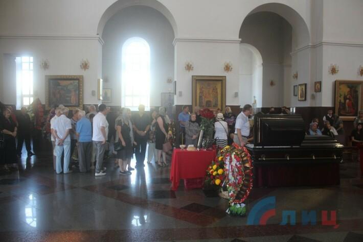 В Луганске прошли похороны Тихонова