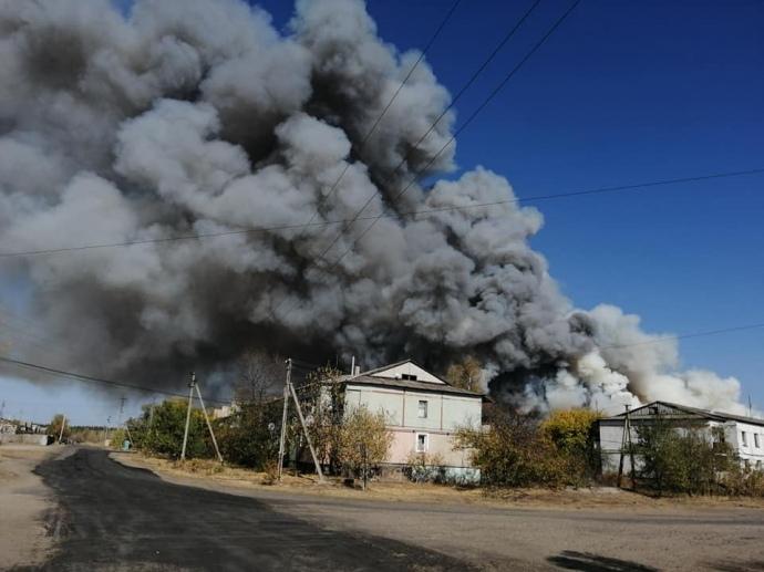 Пожары в Луганской области возобновляются. Детонируют снаряды. Огонь добирается к электроподстанциям