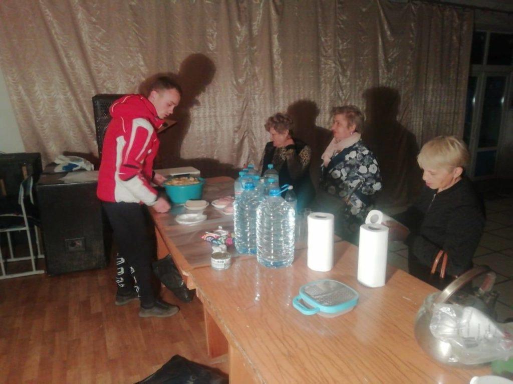 Людей, которые не смогли перейти КПВВ «Станица Луганская», разместили в местной школе и доме культуры
