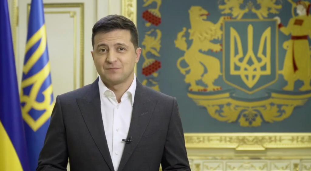Зеленский объявил, что в день выборов пройдет всенародный опрос. Ответы не будут иметь юридической силы