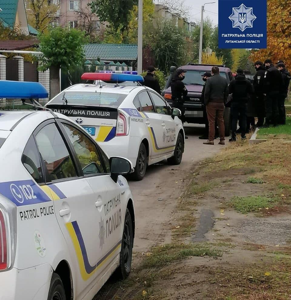 В Северодонецке женщина за рулем внедорожника повредила автомобиль полиции и пыталась сбежать