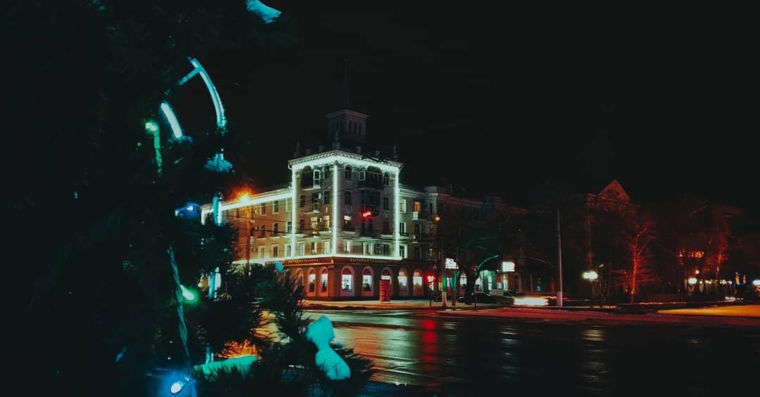 Ресторанам в Луганске разрешили работать только до 19.00. Зато доставку можно заказывать круглосуточно