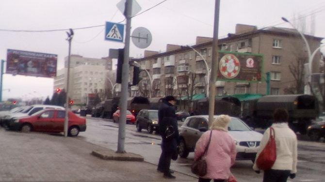 В центре Луганска видели военную технику, перегородившую дорогу
