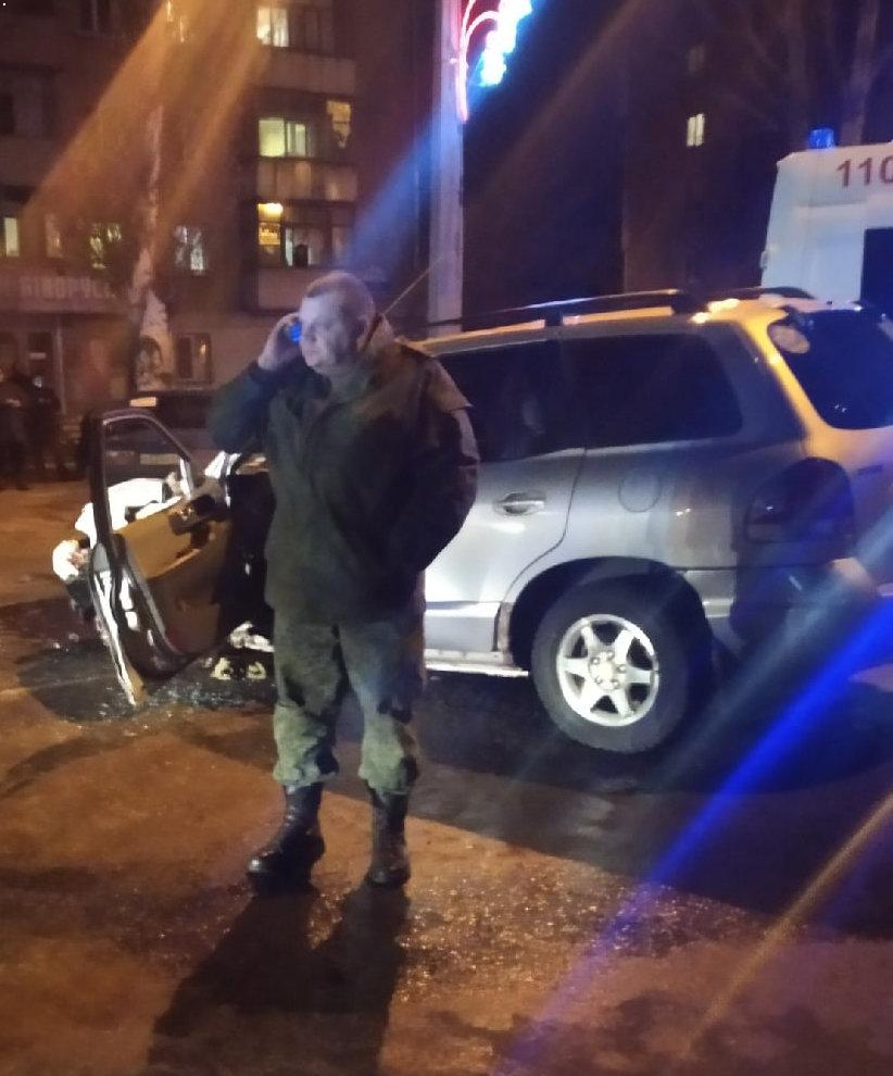 В Луганске внедорожник с «военным» за рулем выехал на встречную и устроил ДТП