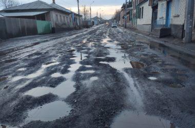 В соцсетях ужаснулись состоянию дороги в Камброде после того, как там сняли трамвайные пути