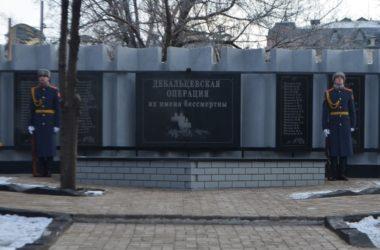 «ДНР» прибрала фотографию украинского военного со своего памятника. Пропагандисты говорят, ничего не было
