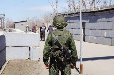 Отпечатки пальцев, фотографии и проверка телефонов. «ДНР» хочет ужесточить правила выезда из ОРДО