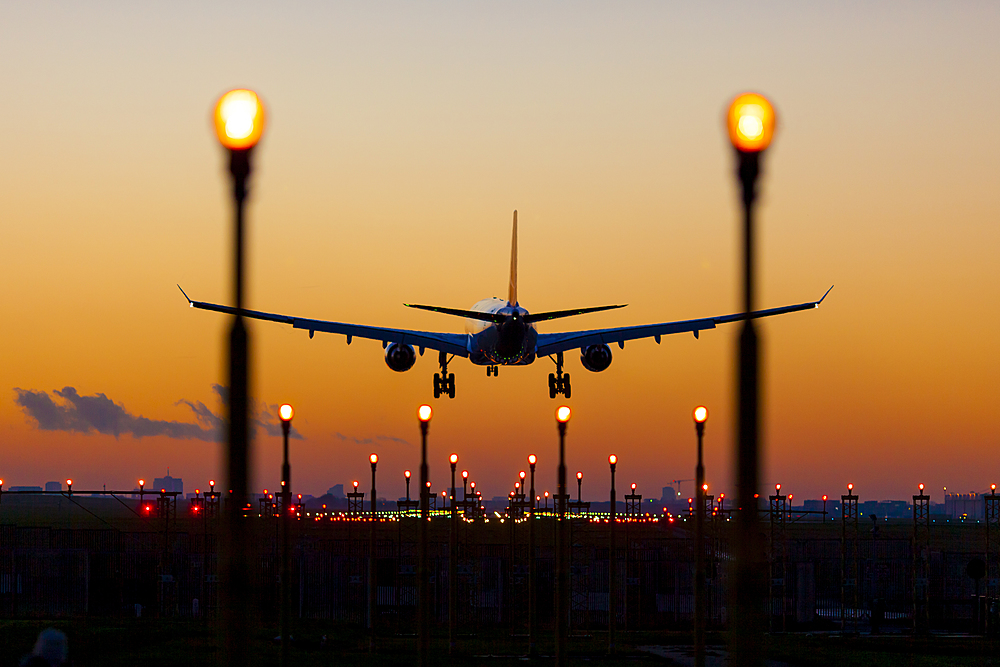 Зеленский пообещал новый аэропорт на Донбассе