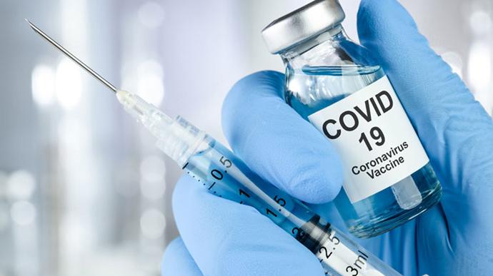 Массовую вакцинацию обещали уже на этой неделе, но она не началась. В чем причина