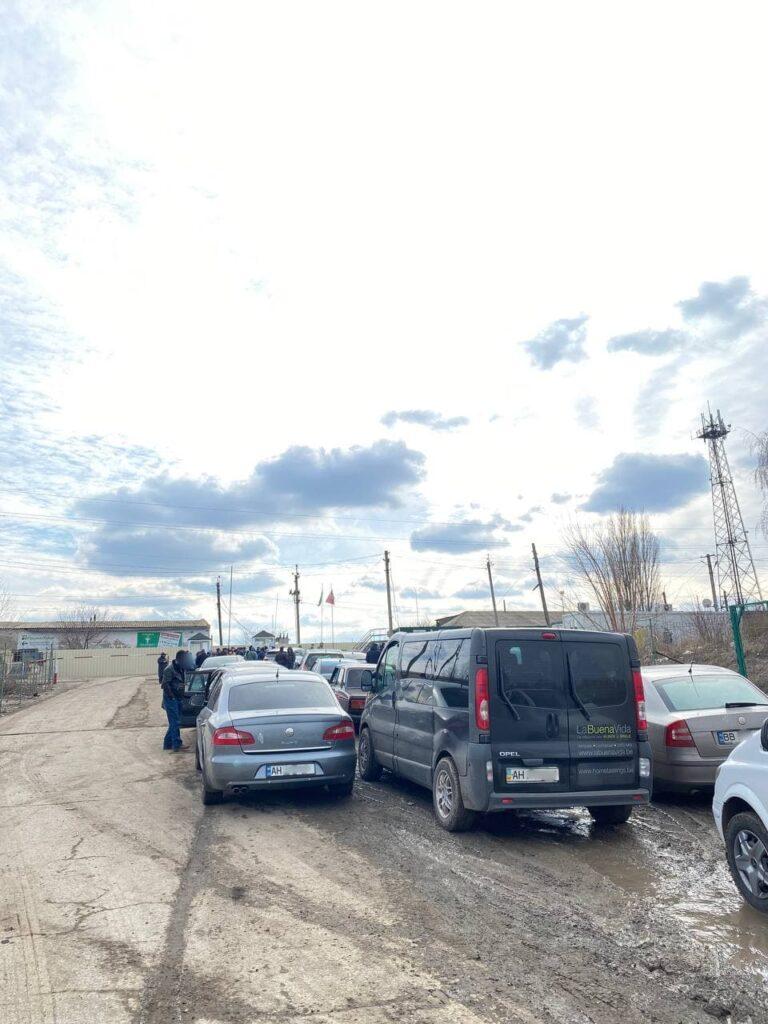 Водители показали очереди на пункте пропуска «Чертково — Меловое». Стоят по 8 часов