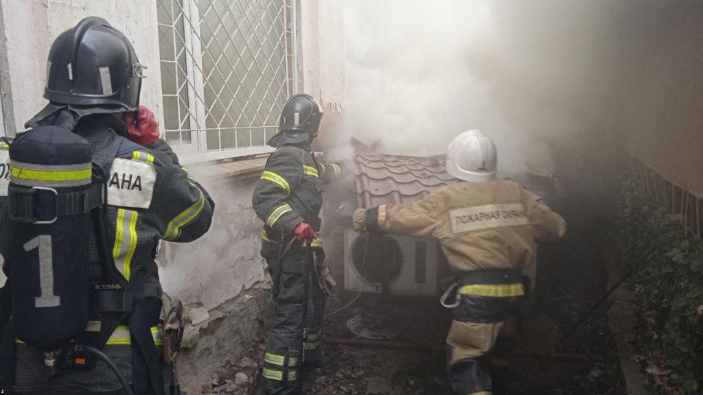 В Донецке сгорел ресторан «Свинья». Пожарным пришлось разбирать крышу, чтобы потушить пожар
