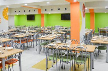 Юристы рассказали, положено ли детям переселенцев бесплатное питание в школах