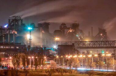 Работники АМК продолжают забастовку. Собрались идти с протестом в Луганск