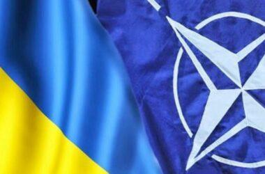 Это самое масштабное после аннексии Крыма наращивание войск на границе с Украиной. В НАТО призывают Россию прекратить эскалацию