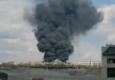 В Рубежном на территории воинской части случился крупный пожар. Загорелся бензовоз