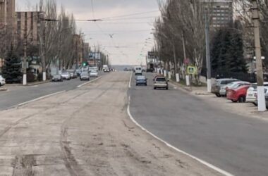 В Луганске на улице Оборонной демонтировали трамвайные рельсы