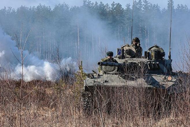 За месяц в Крыму обустроили полевой лагерь с военными и оружием