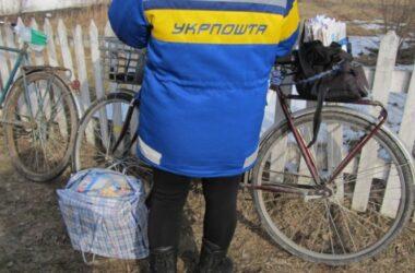 Украинцам перестанут приносить пенсии на дом. Кому «Укрпочта» продолжит приносить выплаты в порядке исключения