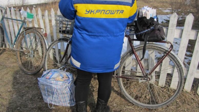 В Кабмине рассказали, кому продолжат приносить почту домой