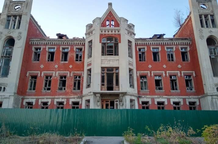 В Лисичанске горела крыша Бельгийской больницы. Причины выясняют