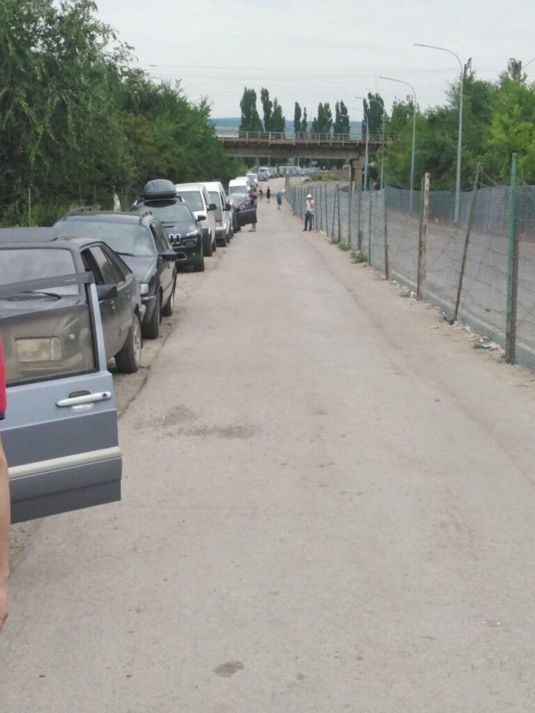 Ситуация на КПВВ «Меловое». Путешественники жалуются на многочасовые очереди на пункте пропуска