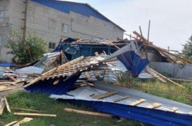 В Луганской области во время урагана погиб челочек. Его придавило крышей