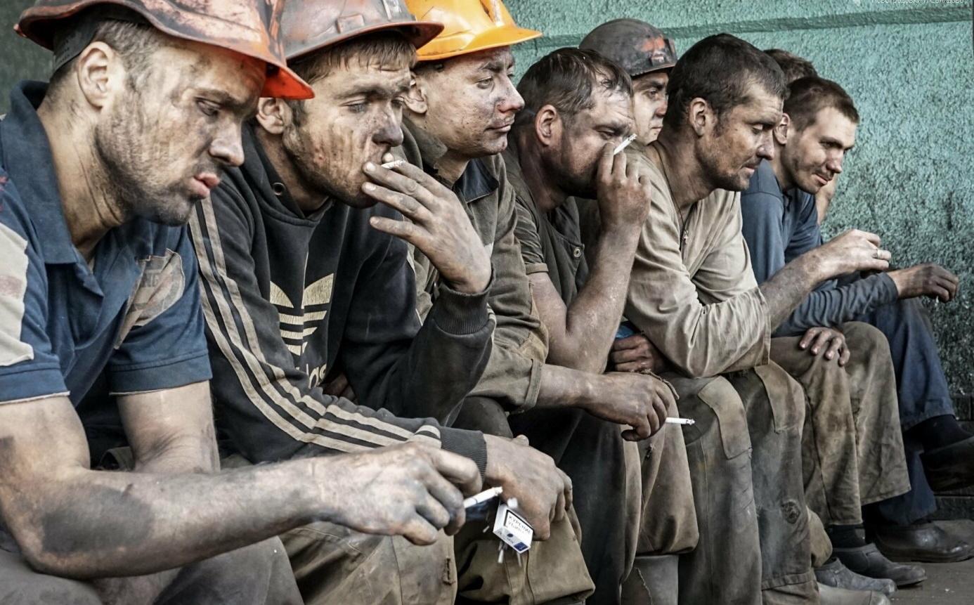 Опасная работа и низкая зарплата. Правозащитники рассказали о массовом выезде шахтеров из ОРДЛО