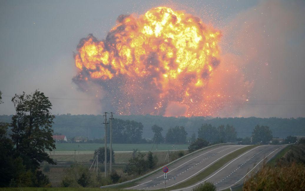 След «ЛДНР». Генпрокуратура подозревает диверсантов из ОРДЛО или России в поджоге военных складов под Винницей