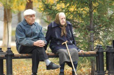 В Минреинтеграции говорят, что пенсии ВПЛ, которые не заберут новые карты, продолжат поступать на счета. Правозащитники не уверены