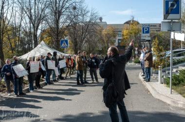 В Донецке под зданием ОБСЕ вторые стуки проходит митинг. Разбили палатки и блокируют выходы